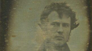 Tohle je nejstarší selfie na světě: Pochází z roku 1839, název ale vymyslel až o moc později opilý Australan
