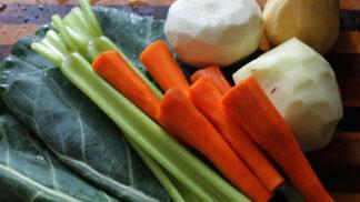 Nevíte, co se zbytky zeleniny? Připravte si domácí polévkové koření na míru