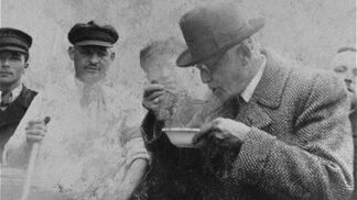 Zachránce Židů, nebo kolaborant? Mordechaj Chaim Rumkowski posílal děti do transportů, smrti ale neunikl ani on