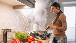 Kapustová polévka: Tyhle suroviny z ní udělají hlavní jídlo