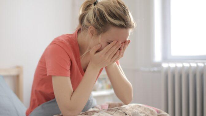 Lenka (33): Milenec má covid a nahlásil mě. Nevím, jak to vysvětlit manželovi, když jsem celou dobu jen doma