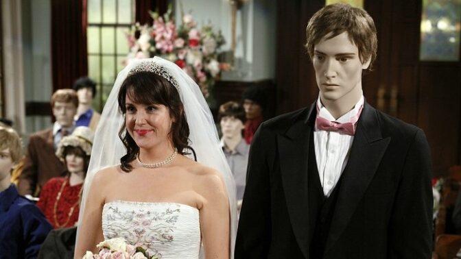 Šílenou Rose ze seriálu Dva a půl chlapa byste už nepoznali. Je z ní šťastná máma a žije klidným životem