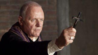 Skutečné pozadí hororu Obřad s Anthony Hopkinsem: Otce Thomase ke kněžství přivedla touha po exorcismu