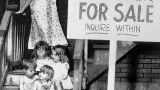 Šílené pozadí fotky dětí na prodej: Sourozence čekala otrocká dřina, hlad a znásilnění