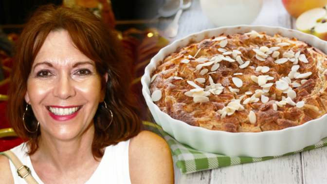 Rychlý výborný hrníčkový koláč s ovocem, jak ho peče Michaela Dolinová