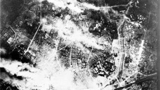 Děsivé fotografie z bombardování Tokia: Všude ležely ohořelé mrtvoly