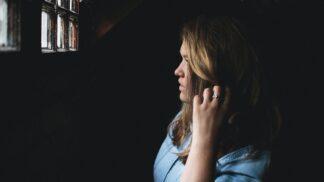 Izabela (20): Neznámý muž mě ve snu prosil, abych vyšla před dům. Šokovalo mě, co jsem tam našla