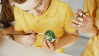 Tipy na zdobení velikonočních vajíček: Tentokrát trochu netradičně, vyhrajte si s jejich podobou