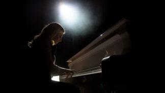 Simona (22): V noci začalo samo hrát tátovo piano. Zvěstovalo smutnou novinku
