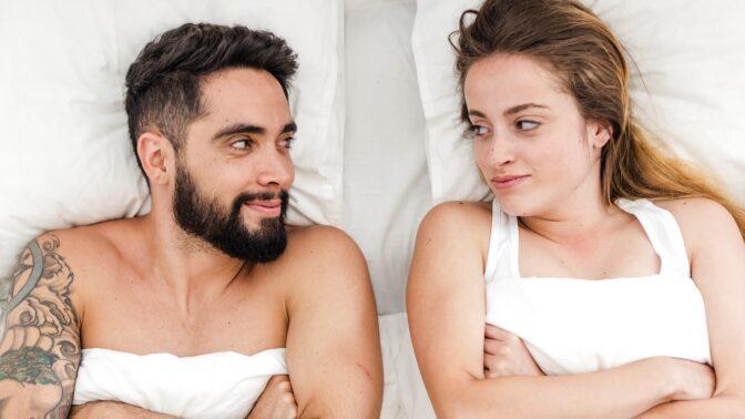 Muži versus ženy: 10 zpovědí o ideálním milování. Je lepší romantika, nebo rovnou tvrdě na věc?