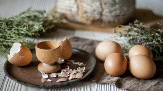 Jak uvařit vejce, aby se dalo snadno oloupat. Řešení je vážně jednoduché
