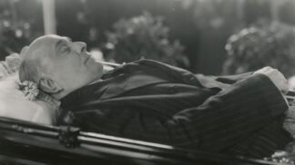 Výročí pohřbu Jana Masaryka: Jaké je tajemství sněženek, které mu někdo položil k hlavě?