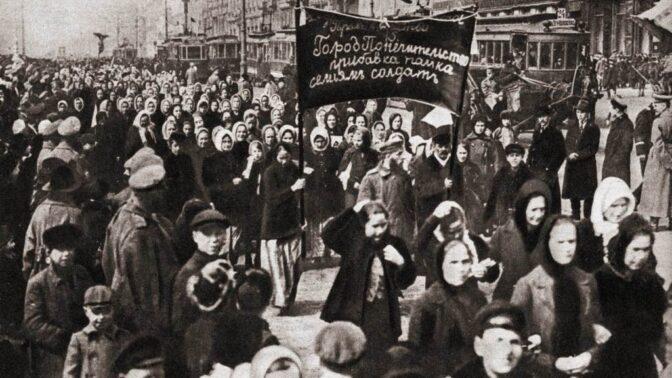 Oslavy MDŽ ve světě dříve a dnes: Boj za ženská práva, rudé karafiáty v Československu i mimózy pro Italky