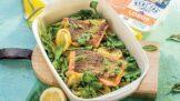 Pečený losos na hrášku a špenátu: Zdravý oběd, který máte hotový raz dva