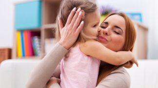 PORADNA: Osmnáctiměsíční dcera je na mně závislá. Zkušená psycholožka radí, jak jí pomoci se osamostatnit