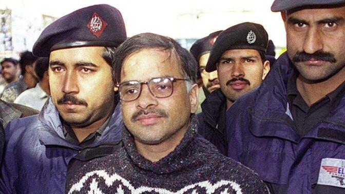 Pákistánský šílenec Javed Iqbal: Soudce nařídil, aby jej uškrtili, rozřezali na sto kousků a rozpustili v kyselině