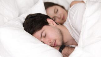 Filip (32): Přítelkyně má tak živé sny, že se mě jednou v noci pokusila uškrtit. Začínám se jí bát