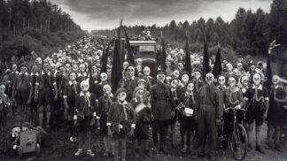 Tajemství děsivé fotky sovětských pionýrů: Z jejího autora se stal nepřítel státu