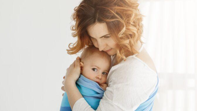 PORADNA: Kvůli příbuzným necítím radost z mateřství. Co s tím, radí psycholožka Samsonová