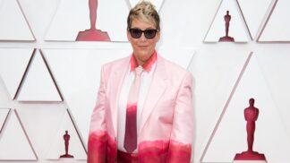 Módní výstřelky na Oscarech 2021: 3 nejbizarnější počiny, které se vážně nepovedly