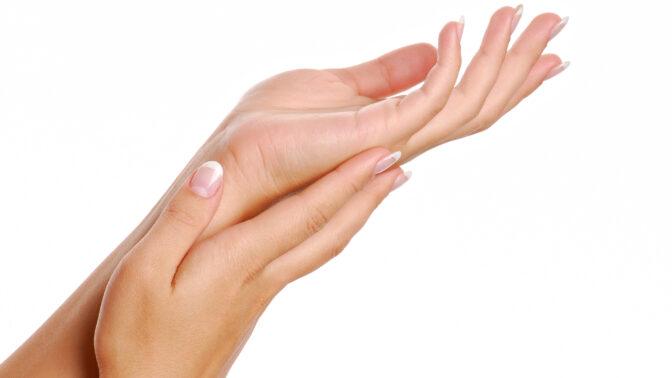 Trápí vás suché ruce kvůli častému mytí a dezinfekci? 5 jednoduchých rad, jak s tím zatočíte