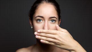 Zápach z úst není jen kosmetická vada. Může znamenat i tyto vážné problémy