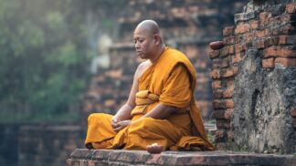 Buddhistický mnich zvolil podivnou cestu k osvícení. Na vlastní gilotině si setnul hlavu