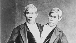První siamská dvojčata matka prodala za 30 dolarů. Bratři zplodili 21 dětí, jeden se dal na hazard, druhý byl alkoholik