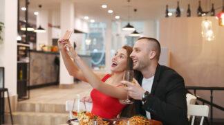 Olga (34): Kamarádky myslí jen na sebe. Z mojí narozeninové oslavy si udělaly rande ve čtyřech