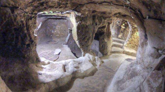 Záhadné podzemní město Derinkuyu: Osmnáctipatrový labyrint pro dvacet tisíc lidí objevil turecký kutil