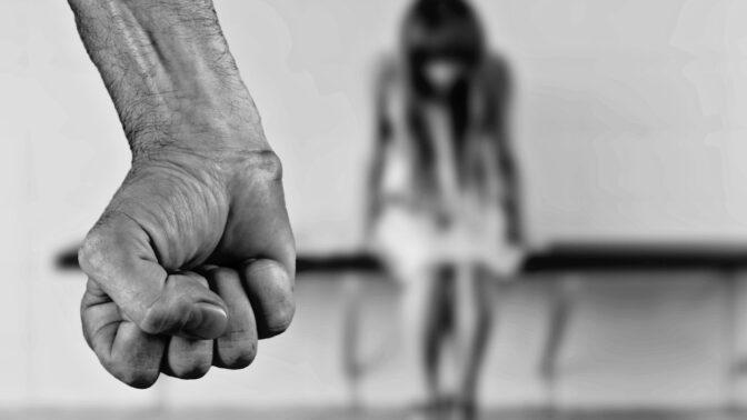 Nicholas John Crilley, psychopat z Brisbane: Z unesené dívky chtěl udělat svou otrokyni, mlátil ji kladivem a zapálil