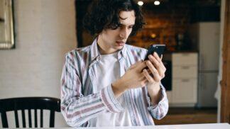 Adam (26): Přítelkyně vše sdílí na sociálních sítích. To, co tam dala naposledy, je vážně strašné