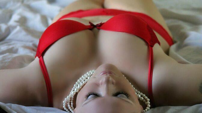Větší prsa za pár vteřin? Stačí tenhle jednoduchý trik s podprsenkou!