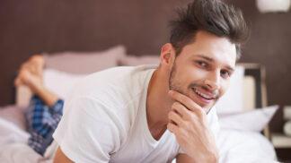 Co o vašem partnerovi prozradí spací úbor: Jeden značí takřka chlapa snů!
