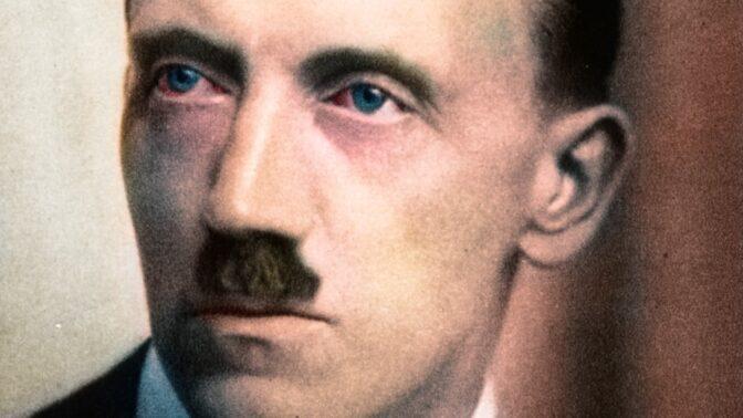 Tajemství Hitlerových očí: Byly vypouklé a příliš velké, přesto dokázaly zhypnotizovat davy