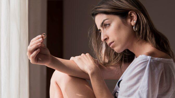 Pavla (32): Manžel líčil, jak ztratil snubní prstýnek, ale já jsem ho našla. Už vím, proč ho schoval