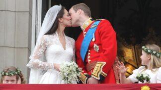 10 let od královské svatby století: Stamiliony tekly proudem a Kate navlékla snubák plný tradic a tajemství