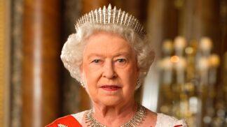 Utajený atentát na královnu Alžbětu II. Svých 95. narozenin se málem nedožila. Útočník střílel z toalety