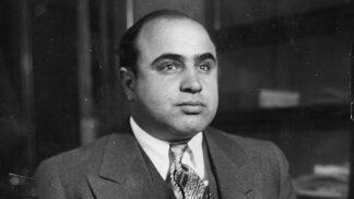 Mafián Al Capone: Syfilis ho na stará kolena vrátil do dětských let, nosil plenku a samopal