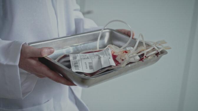 Největší lži historie: Aféra s kontaminovanou krví stála spoustu životů, za vším byly peníze