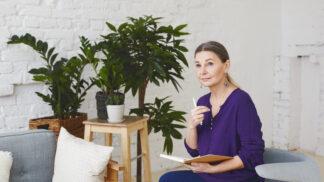 Linda (52): Vždy jsem byla jiná, což mě stálo vztah s rodiči. Teď mám poslední šanci vše napravit