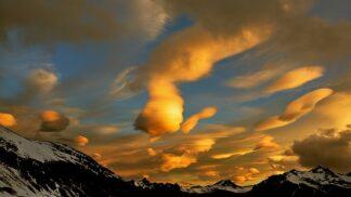 Nejzvláštnější věci na obloze: Proč můžeme vidět ženská prsa nebo UFO?