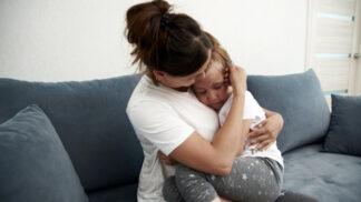 Sára (35): Babička neuhlídala naši dceru, neštěstí číhalo za rohem. Teď se zlobí na mě
