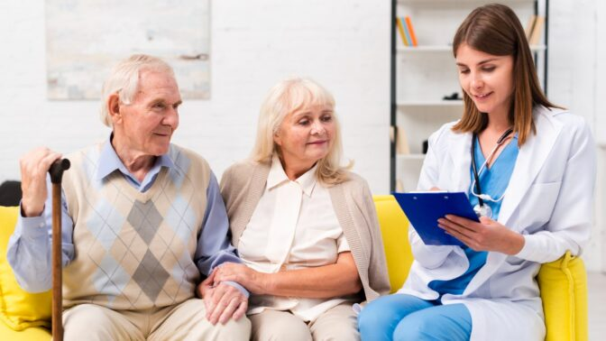 Je vám přes 65 let? Nová studie ukazuje, co může snížit riziko Alzheimerovy nemoci