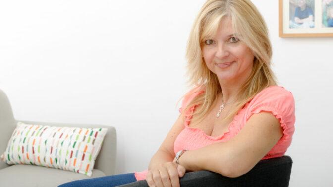 Silvie (56): Nikdy by mě nenapadlo, co manžel dělá na procházkách. Teď máme z ostudy kabát