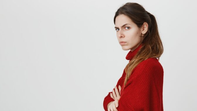 Nina (26): Kamarád mého přítele mě obtěžuje přímo před ním. Vůbec mu to nevadí