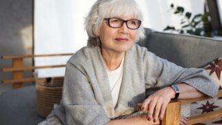 Jarmila (62): Ze snachy se vyklubala pěkná mrcha. Co provádí vnučkám a synovi, bych nepřála nikomu