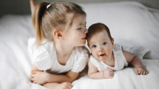 4 účinné způsoby, jak předejít sourozenecké žárlivosti: Znáte je všechny?