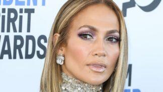 Jennifer Lopez ukázala na koncertě obrovský výstřih. Figuru má jako dvacítka