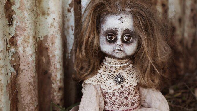 Nejbizarnější sbírky na světě: Od ďábelských panenek až po 5000 podprsenek
